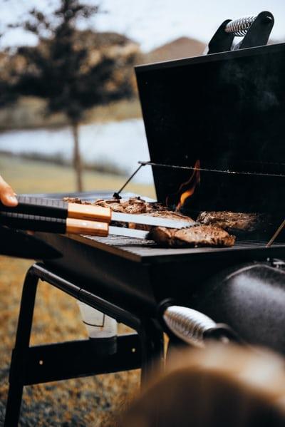 Električni žar nam lahko pomaga doseči odličen okus in teksturo brez velike finančne investicije