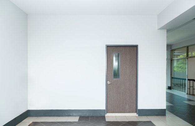 Modernističen izgled in bela notranja vrata