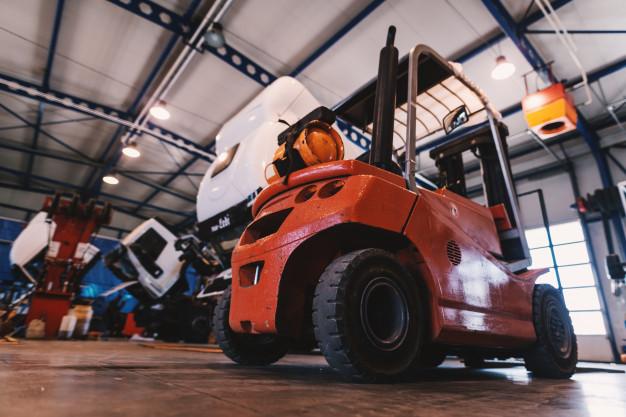 Paletni viličar doseže najtežje dostopna mesta v skladišču