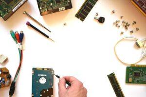 Spajkalnik uporabimo pri popravilih elektronike