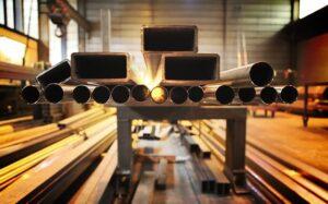 Cev za dimnik je lahko iz nerjavnega jekla, kar je precej enostavna rešitev