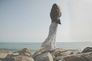 Ugodna in preprosta ženska oblačila za prosti čas so vseeno lahko zelo elegantna
